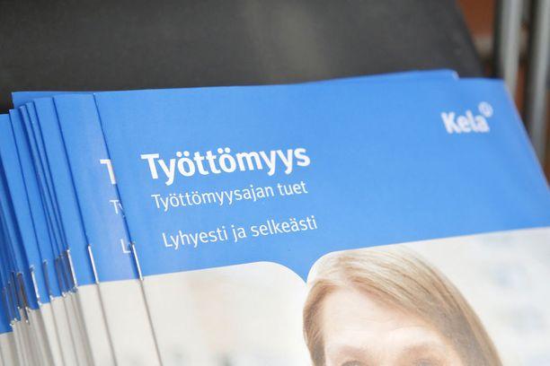 Myös Kela saa uusia tehtäviä. Työttömyysturva- ja vuorotteluvapaajärjestelmien käytännön tehtävät siirtyvät tämän hetken suunnitelmassa Kelalle ja työttömyyskassoille.