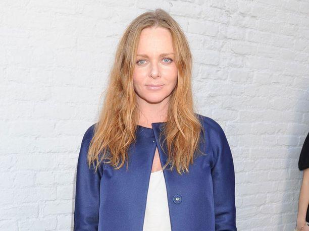 Stellan äiti Linda McCartney menehtyi syöpään vuonna 1998. Muotisuunnittelija sai sisarpuolen vielä vuonna 2003, jolloin Paul McCartneyn ja Heather Mills saivat tyttären.