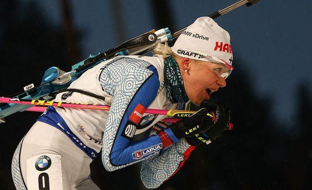 Kaisa Mäkäräinen pyrkii kuromaan eron Anastasia Kuzminaan kiinni maailmancupin päätösviikonloppuna.