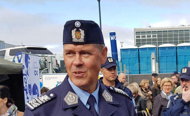 Seppo Kolehmainen toivoo tiedustelulaista lisäkeinoja ulkomaille ulottuvien rikollisverkostojen nappaamiseen.
