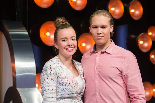 Matkalla Janika ja Anton tutustuivat esimerkiksi maailmanpyörään.