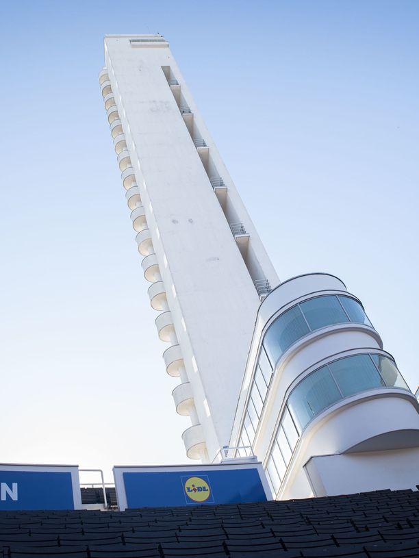 Olympiastadionin uudet tulostaulut joutuivat kovan arvostelun kohteeksi.
