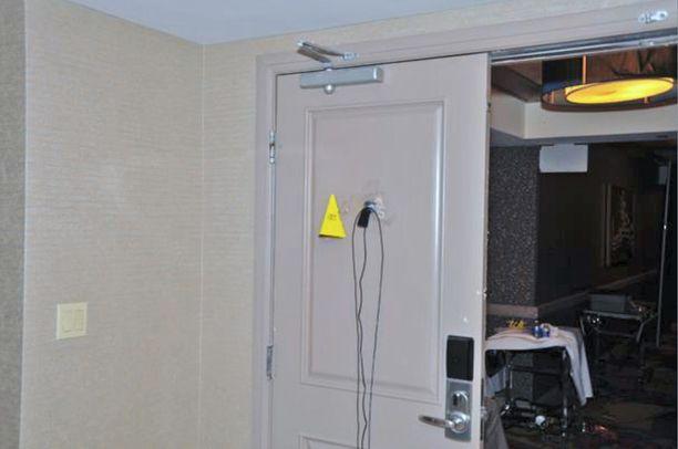 Hotellihuoneen oven ovisilmään oli asennettu kamera.