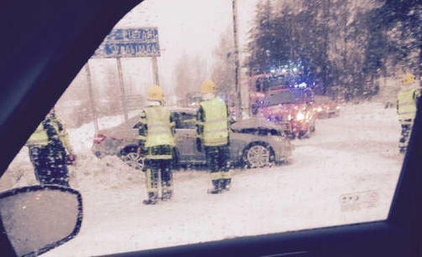 Iltalehden lukija nappasi kuvan kolaripaikalta.