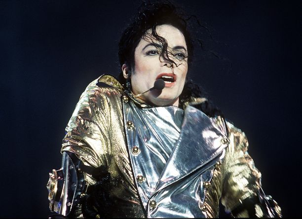 Michael Jackson hallitsee haudan takaa.