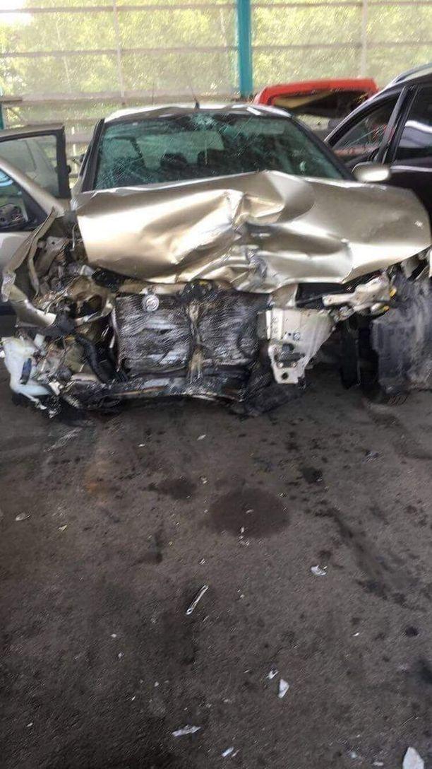 Sannan seurueen auto meni Liedon kolarissa aivan ryttyyn.