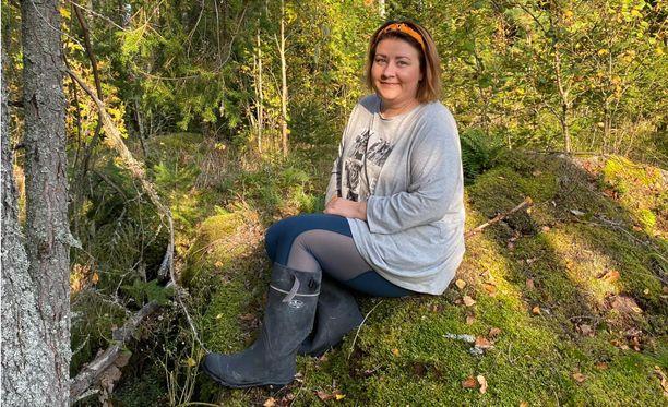 Viimeiset viisi vuotta ovat olleet melkoista haipakkaa, kertoo Henna Lahtinen. Äidin sairastuminen ja kuolema sekä oma syövälle altistavan geenin kantajuus ovat laittaneet elämän uusiksi.