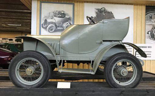 Syrjäisen maatalouskonepajan pellepelottomat rakensivat 1900-luvun alussa Suomen ensimmäisen automobiilin