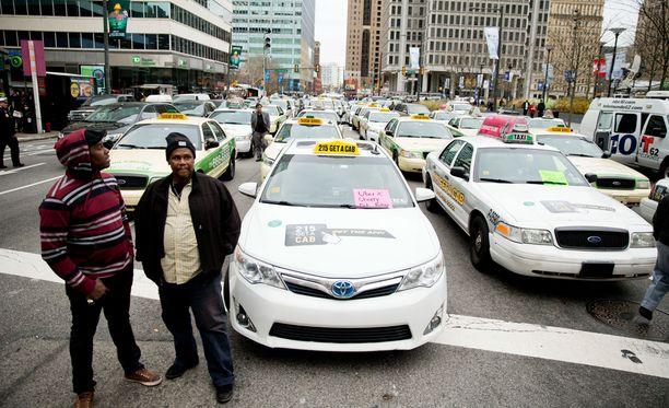 Nainen varasti taksin Philadelphiassa. Kuvituskuva.