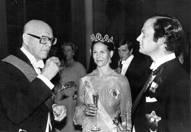 Kuningaspari seurusteli presidentti Urho Kekkosen kanssa Tampereen 200-vuotisjuhlissa lokakuussa 1979.