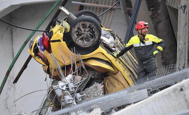 Italian siltaturmassa olleista autoista ei jäänyt jäljelle juuri mitään.