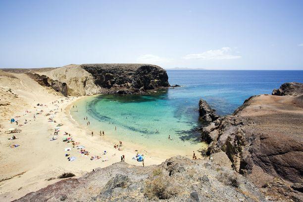 Lanzaroteltakin löytyy upeita rantoja.