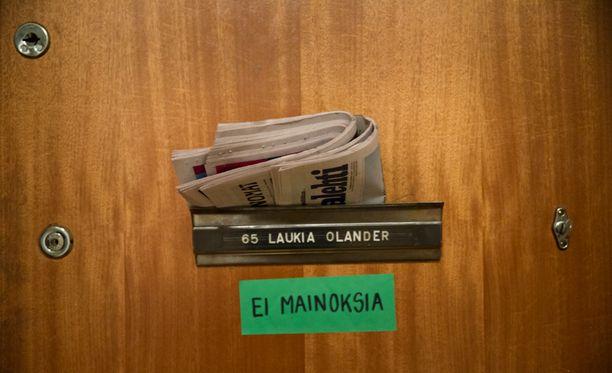 - Jos paperisten sanomalehtien levikit jatkavat laskuaan, kohta tulee aika, jolloin aamun sanomalehdet (jos niitä vielä on), saadaan luettua vain iPadiltä, läppäriltä tai kännykästä, Iltalehden Sami Koski kirjoittaa.