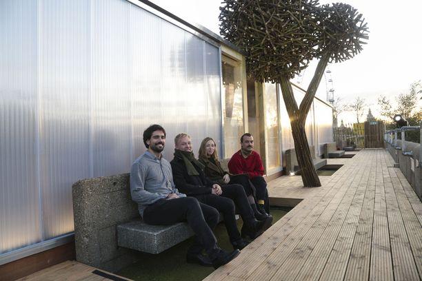 Saunan suunnittelijat eli Aalto-yliopiston opiskelijat Pedro Pablo Garcia Alcazar, Markus Holste, Monica Romagnoli ja Miki Sordi.