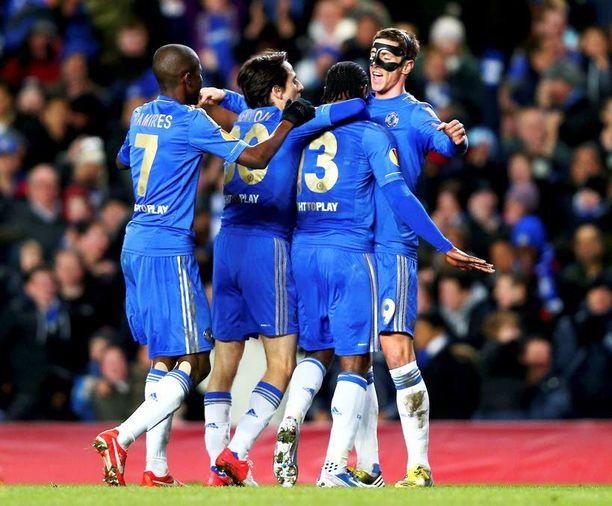 Fernando Torres erottuu selvästi joukosta.