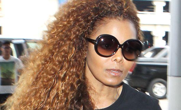 50-vuotiaalla Janet Jacksonilla väitetään olevan myös salalapsi.