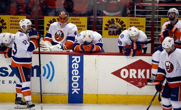 New York Islandersin pudotuspelit menivät penkin alle.