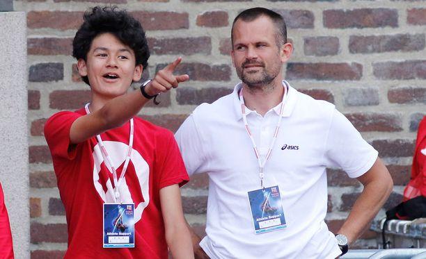 Melwin Holm seuraa isänsä Stefanin viitoittamalla korkeushyppypolulla.