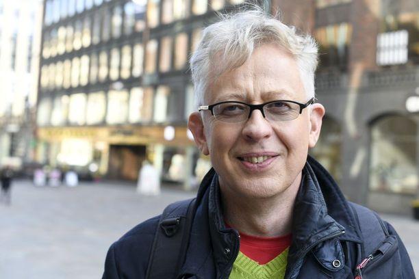 Pekka Pouta yrittää olla umpiunessa viimeistään iltayhdeksältä, sillä työaamuina MTV:n Huomenta Suomi -ohjelmassa herätys koittaa neljän maissa.
