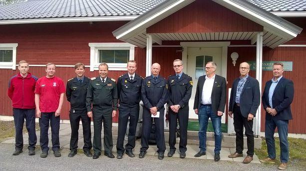 Jokilaaksojen pelastuslaitoksen alueen viranomaisia Kalajoen merivartioasemalla.