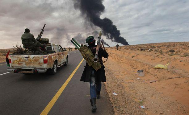 Libyan hallituksen vastaisia kapinallisia lähellä Ras Lanufia.