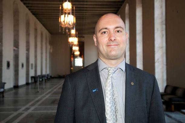 Kansanedustaja Ari Jalonen (ps) joutui viikonloppuna puolueeseen pettyneen äänestäjän tuuppimaksi.