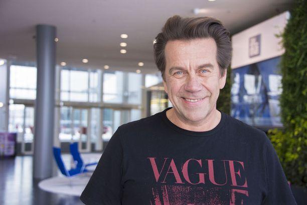 Mikko Kuustonen odottaa innolla toisen lapsenlapsensa syntymää.
