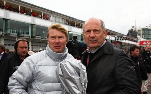 F1-talli savusti menestyksen luojansa tylysti ulos – Mika Häkkisen vankkumaton tukija sai riitaisten potkujen jälkeen jättisumman