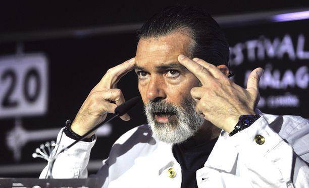 Antonio Bandersas kertoi eilen Malagassa olevansa jo täysin kunnossa.