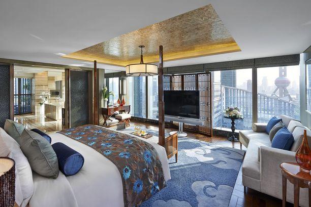 Mandarin Orientalin sviittillä on kokoa. Jo kylpyhuone on kerrostalokaksion kokoinen.