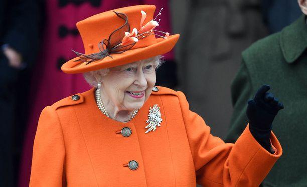 Kuningatar Elisabet ei osallistu lapsenlapsenlapsensa ristiäisiin.