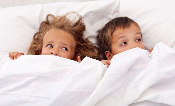 Myös lapsen painajaiset voivat liittyä unissakävelyyn.