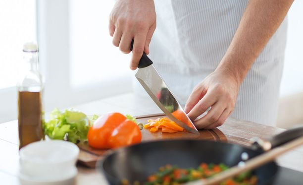 Jokaisella raaka-aineella on omat kikkansa. Yksinkertaiset tekniikat opettelemalla ruoanvalmistus helpottuu huomattavasti.