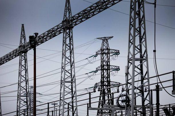 Kuluttaja-asiamiehen neuvottelut sähköverkkoyhtiö Carunan kanssa jatkuvat ensi viikolla. Jos tuloksia ei synny, saattaa vaihtoehdoksi jäädä ryhmäkanne.