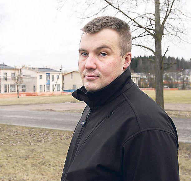 KENTÄLLÄ Ringsiden toimitusjohtaja Janos Uotila tunnustaa, että tieto on herättänyt vastarintaa.