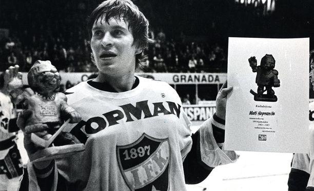 Sekä runkosarjan että pudotuspelien pistepörssin voittanut Matti Hagman valittiin keväällä 1983 Iltalehden ensimmäiseksi Kultaleijonaksi. Perinne jatkuu edelleen.