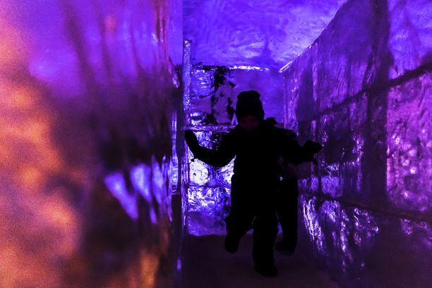 Jääluolassa on myös labyrintti.