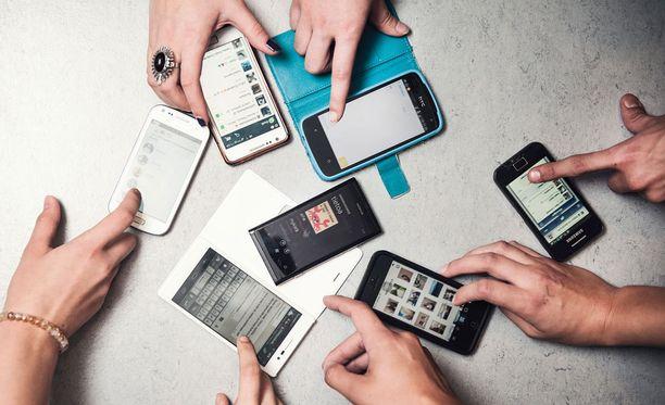 Suomessa Pellon koulu kokeili kännykkäkieltoa vuonna 2013. Asiantuntijat arvioivat sen laittomaksi.