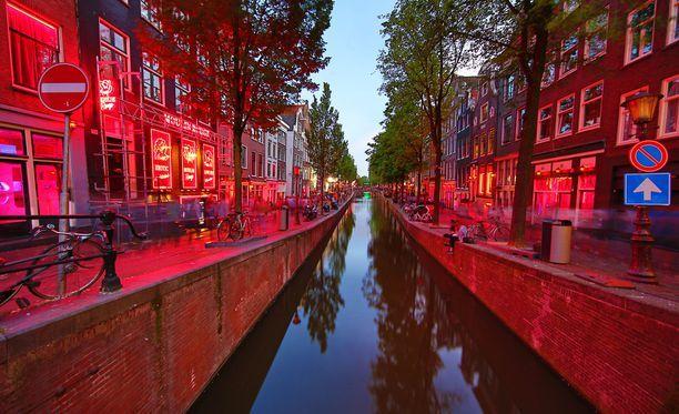 Seksikauppa Amsterdamissa on keskittynyt alueelle, joka on reilut 200 metriä kanttiinsa.