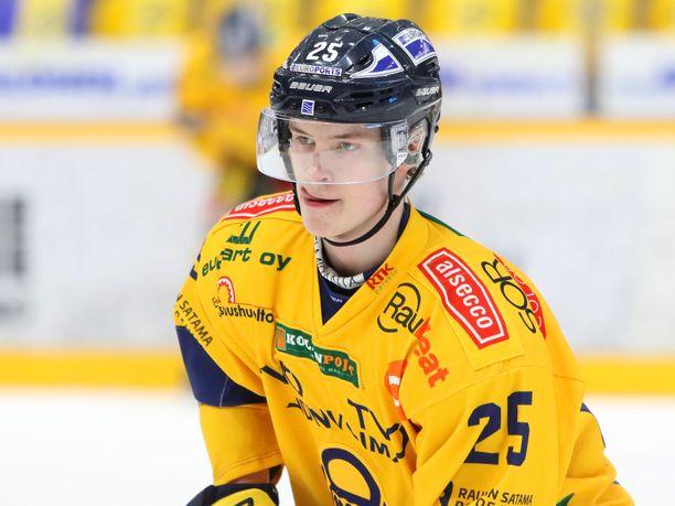 Antti Saarela kiekkoilee ensi kaudella Ilveksen paidassa.