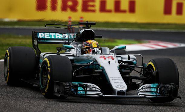 Lewis Hamilton ajoi helppoon voittoon Japanissa.