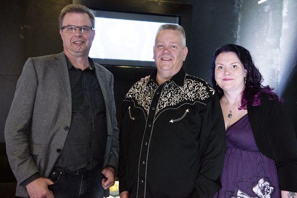 Markku Saukko ja Aki ja Heli Palsanmäki ovat viihdyttäneet televisionkatsojia Suomen huutokauppakeisari -ohjelmassa jo vuodesta 2013.