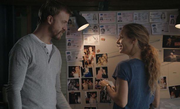 Eva Röse näyttelee Maria Werniä. Erik Johansson on Sebastian.