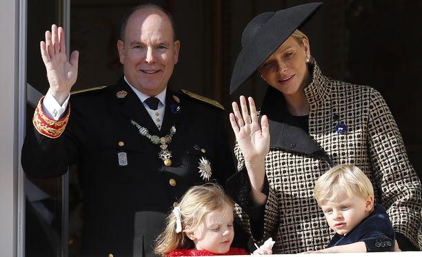 Monacon kansallispäivää vietettiin ruhtinas Albertin johdolla maanantaina 19.11.2018. Juhlahumussa mukana myös ruhtinatar Charlene ja pariskunnan kaksoset kruununprinssi Jaques ja prinsessa Gabriella.
