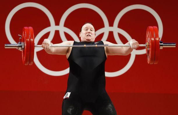 Laurel Hubbardista tuli ensimmäinen transnainen, joka kilpaili yksilölajissa olympialaisissa.