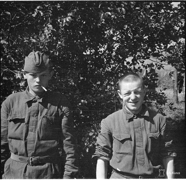16- ja 18-vuotiaat neuvostoliittolaiset sotavangit Kiteellä kesällä 1941. He kertoivat joutuneensa suoraan rintamalle ilman koulutusta.