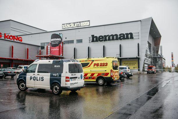 Ammattiopiston tilat sijaitsevat kauppakeskus Hermanin yhteydessä.