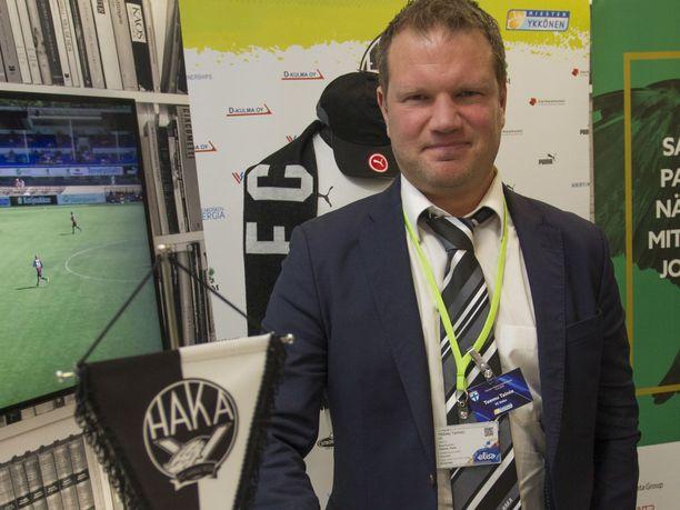 Entinen maajoukkuepelaaja Teemu Tainio valmentaa FC Hakaa.