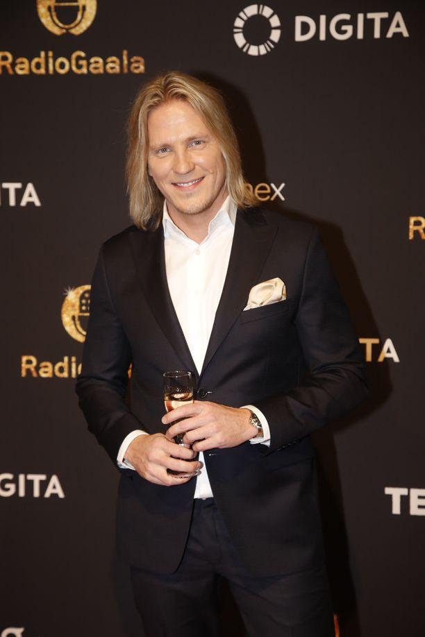 Sami Kuronen kertoi Radiogaalassa ajatuksiaan Temppareitten uudesta kaudesta, jossa Jannen, Tiian ja Jonnan kolmiodraama shokeerasi jo alkumetreillä.