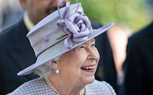 Koronarajoitukset iskivät pahasti kuningatar Elisabetiin, 94 - ei saa ratsastaa